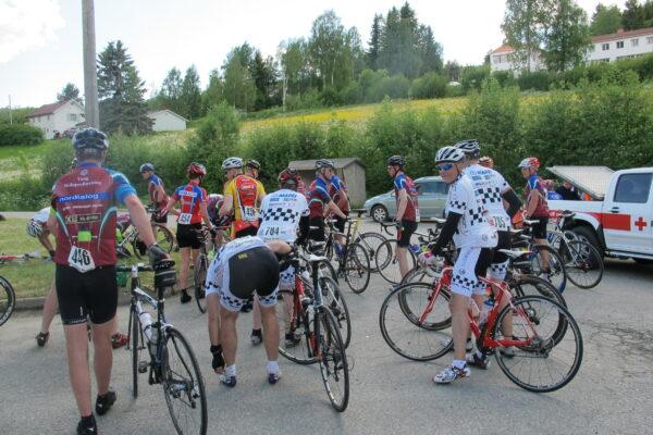 Nesten 600 ryttere stilte til start i Mjøsa Rundt nr 38.