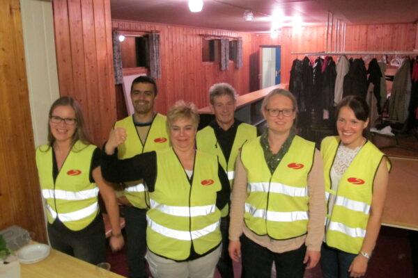 Trivselsvakter på jobb under mimrefesten i september: F.v Anne Kari Røise, Oscar Gomez, Manuela Kühn, Gert Kühn, Rannveig Finsen og Inger Elin Bjørnstad.