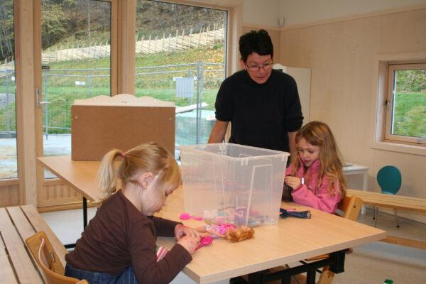 """6-åringene (""""Nøtteknekkerne"""") har eget rom og skoleforberedende opplegg."""