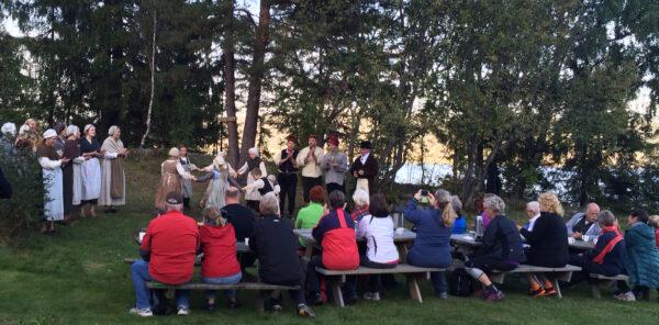 Postkassetrimmerne fikk servert levende historiefomidling i Årneslandet onsdag.