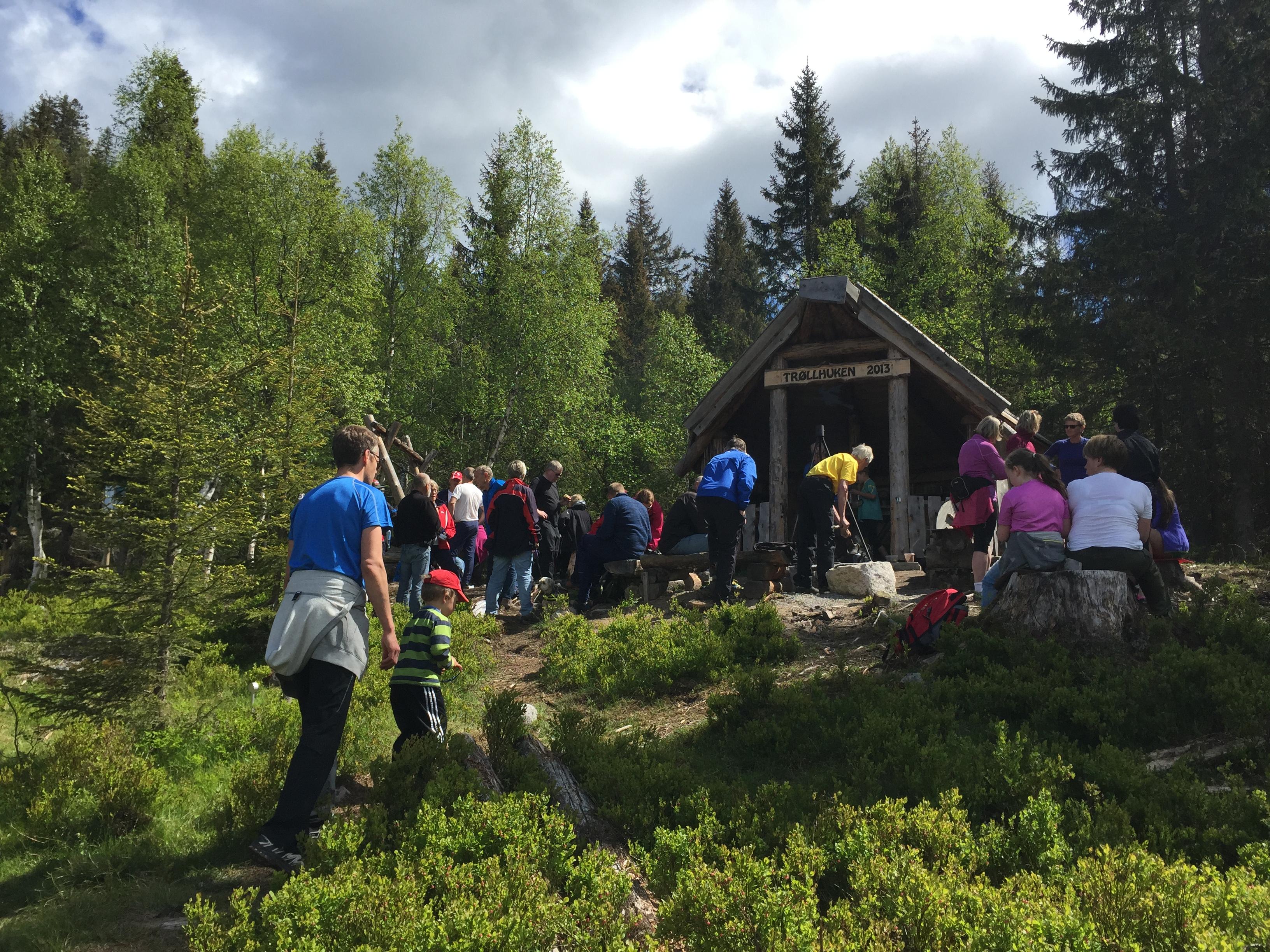 Friluftsgudstjeneste ved Trøllkjerka