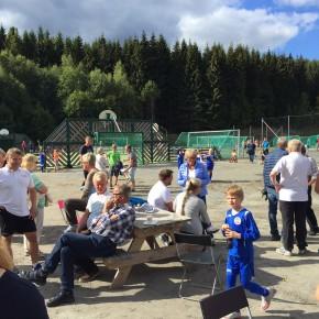 Vafler, kaffe og fotballkamp