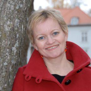 Mona Julsrud til Trøllkjerka