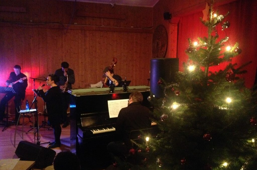 Jazzer jula inn på Fløygir