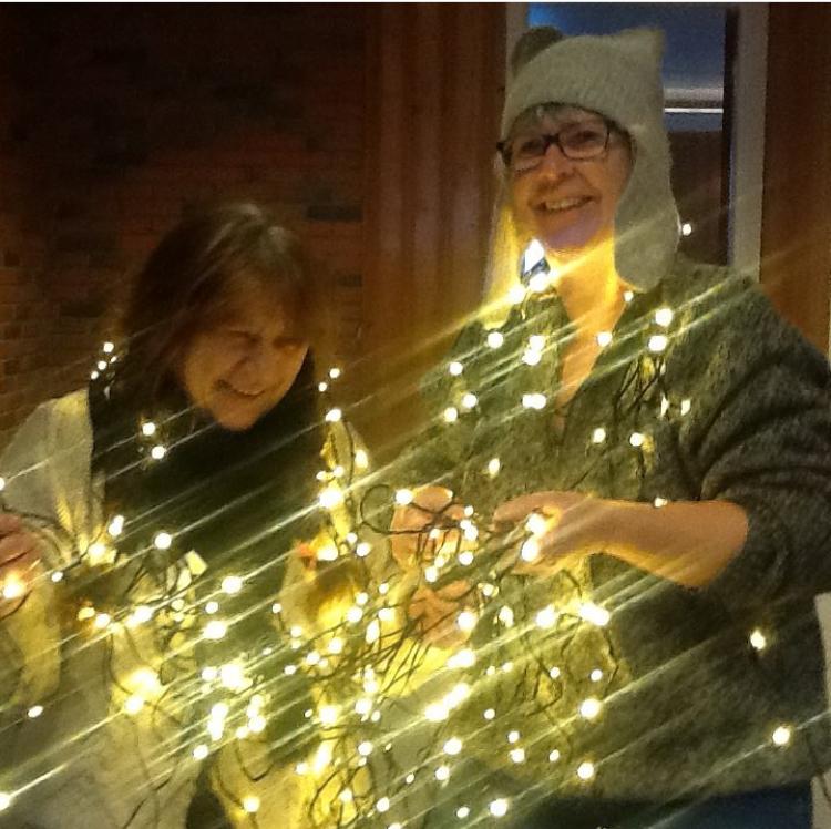 Dugnadsheltene 2: Lager julestemning i bygda